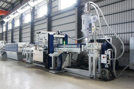 Mexican professional producer installed 2 sets Fibrillated tape line + 5 sets of tying tape line